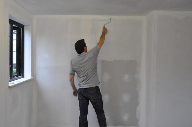 Производим подготовку стен под обои: порядок работ