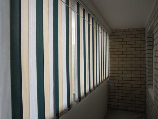 Жалюзи на балкон - разновидности и выбор