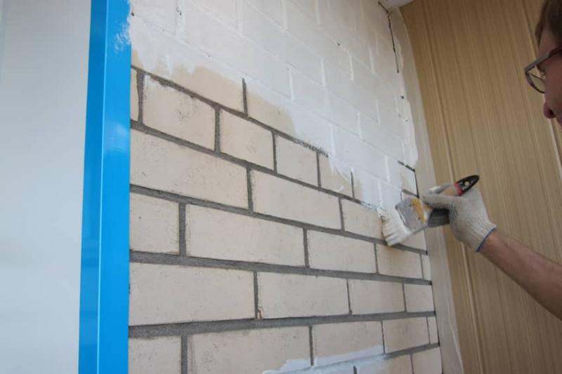 Как покрасить кирпичную стену на балконе: советы специалистов