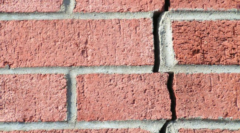 Фундамент выступает в качестве важного элемента конструкции любого дома. При качественном выполнении фундаментных работ основание строения прослужит десятилетия.