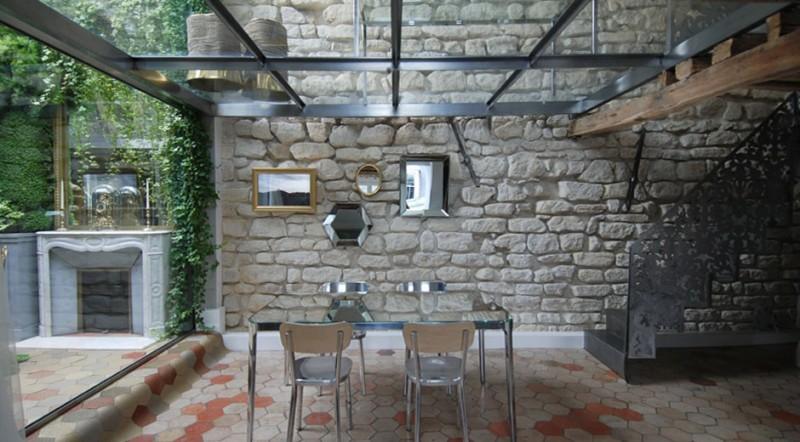 Стеклянные полы в парижской квартире