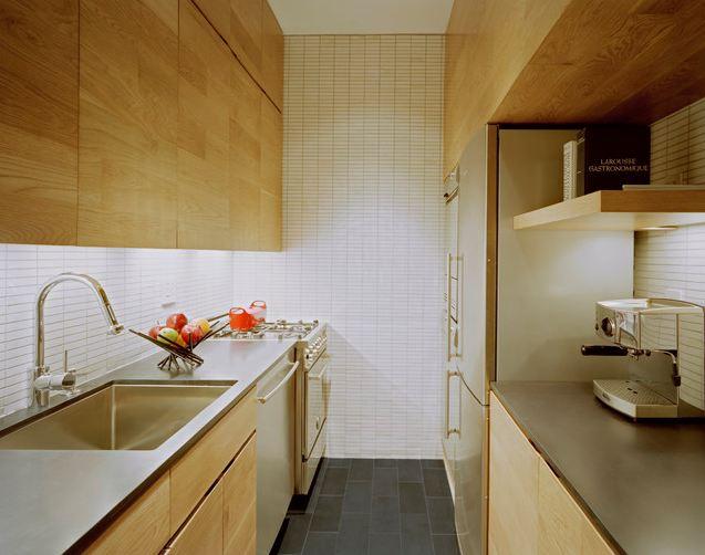 Дизайн и интерьер узкой кухни
