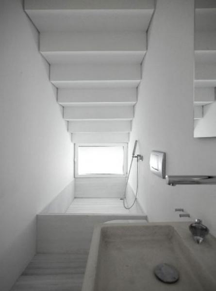 15 изящных и творческих способов увеличить пространство под лестницей в Вашем доме