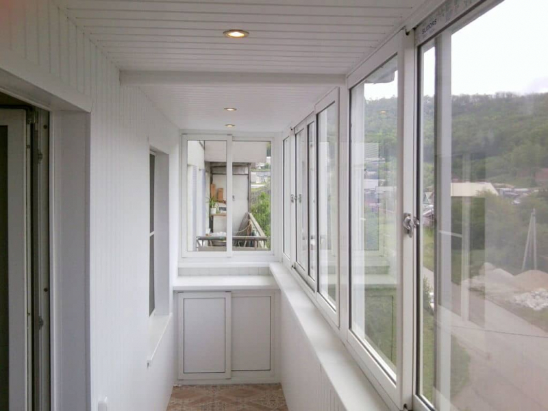 Холодное остекление балкона: плюсы и минусы, идеи и варианты