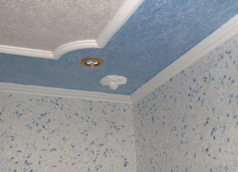 Жидкие обои на потолок: красота в 11 фактах