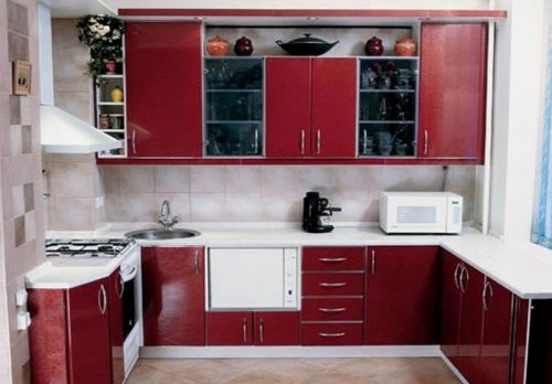 Бордовые кухни