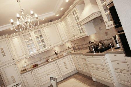 Кухни в светлых тонах