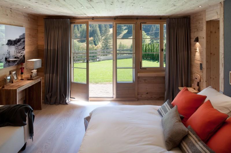 Интерьер дома из бруса в Швейцарии