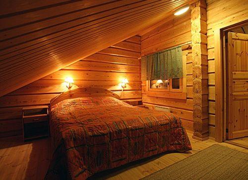 Интерьер мансардной спальни