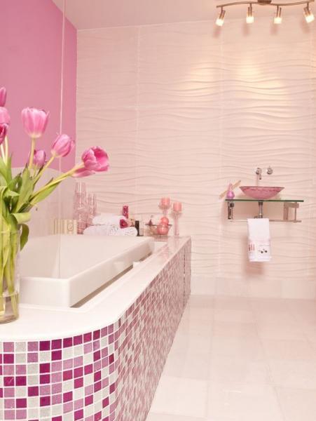 Интерьер ванны в розовых оттенках