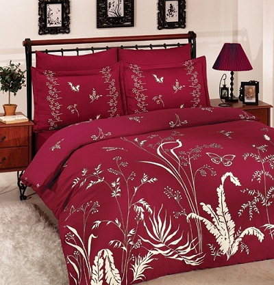 Бордовая спальня