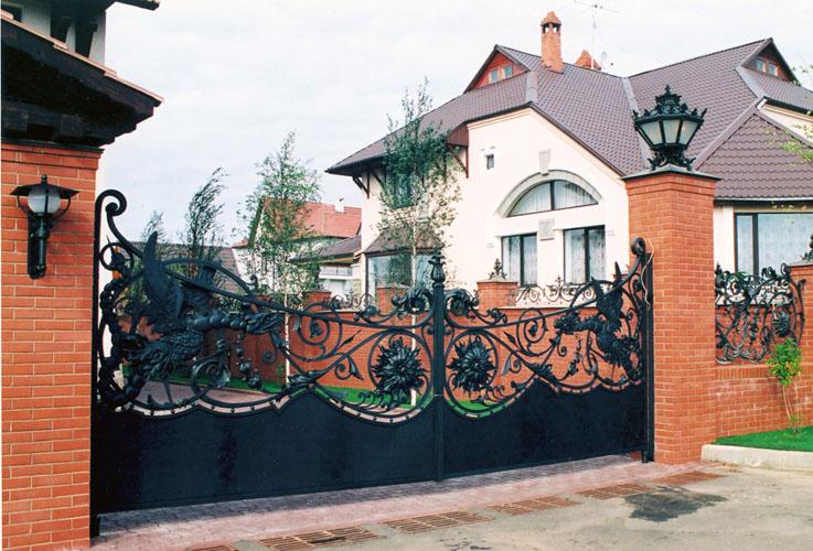 Оформление ворот частного дома