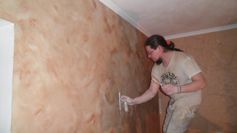 Правильная грунтовка стен перед поклейкой обоев: 7 советов
