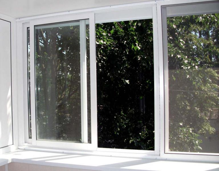 Алюминиевые раздвижные окна на лоджию: основные преимущества
