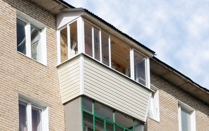 Остекление балкона с крышей: утепляем последний этаж