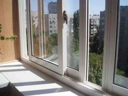 Какие балконы лучше, пластиковые или алюминиевые: подробный обзор