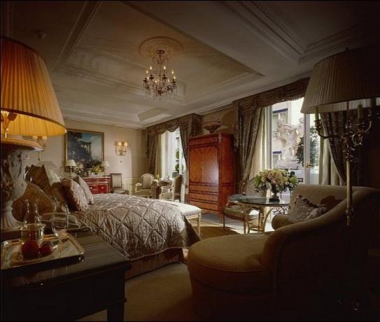 Интерьер спальни в классическом стиле. Королевская спальня.