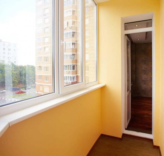 Чем покрасить стены на балконе: идеи и методы
