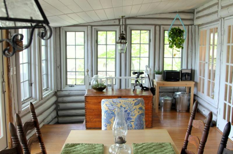 Интерьер дома из оцилиндрованного бревна