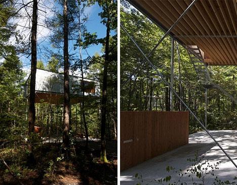 Современный деревянный дом на сваях