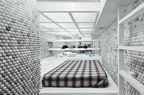 Квартира из шариков для пинг-понга. 25 000 шариков для невероятного интерьера