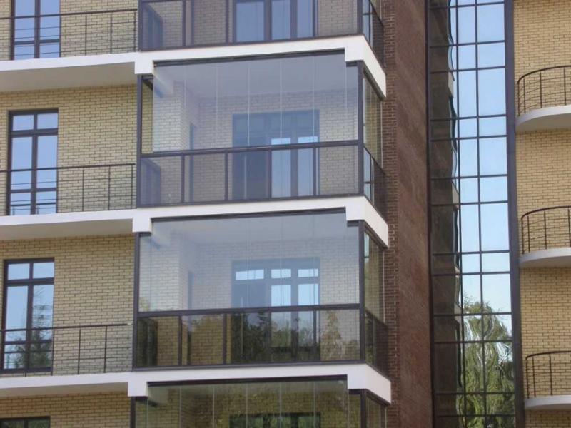 Французские окна на балконе: дизайн и особенности установки