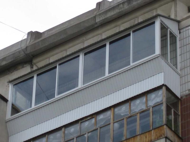 Остекление балкона с выносом: отзывы и технология