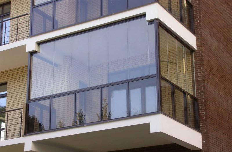 Стеклянные ограждения балконов: все «за» и «против»