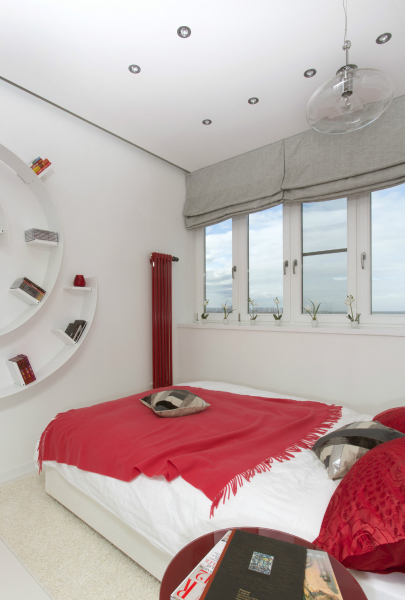 Красно-белый интерьер квартиры-студии